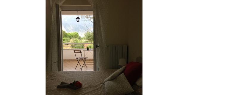 Morrone: camera matrimoniale con terrazza vista montagne